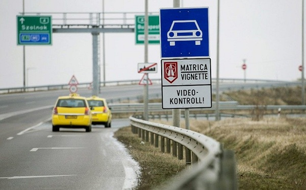 Jövő héten lejárnak a 2018-as éves autópálya-matricák
