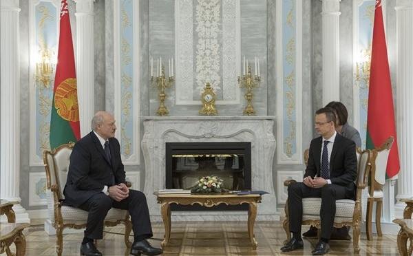 Magyarország érdeke a Kelet és a Nyugat együttműködése