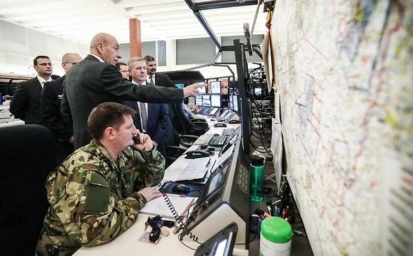Együttműködik a Honvédelmi Minisztérium és a HungaroControl A 25 éve tartó az együttműködést partnerségi megállapodással erősítette meg a Honvédelmi Minisztérium és a HungaroControl