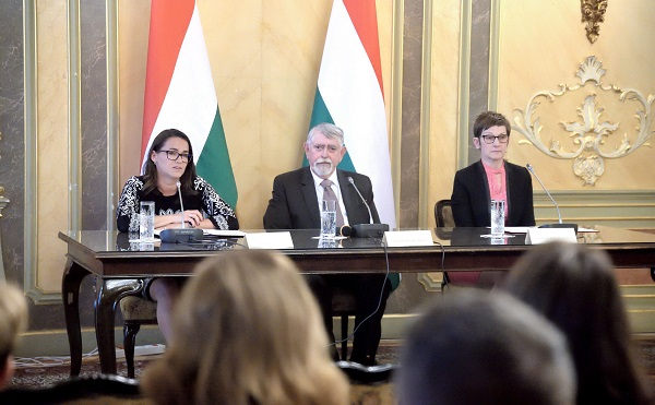 Miniszteri biztos koordinálja a bölcsődei ügyeket
