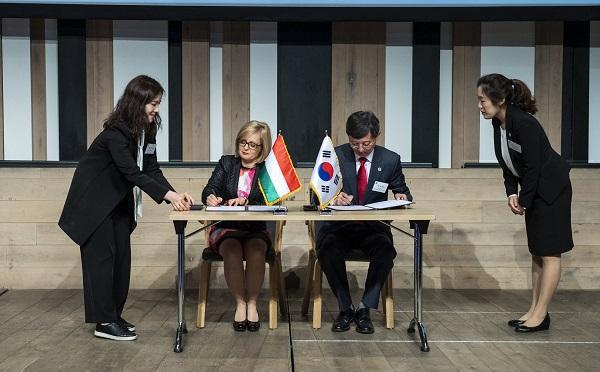 Együttműködési megállapodást kötött a magyar és a koreai közlekedési intézet