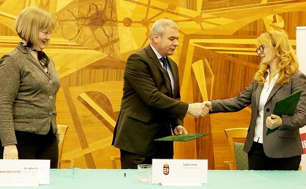 Stratégiai megállapodás a Neumann János Egyetemmel