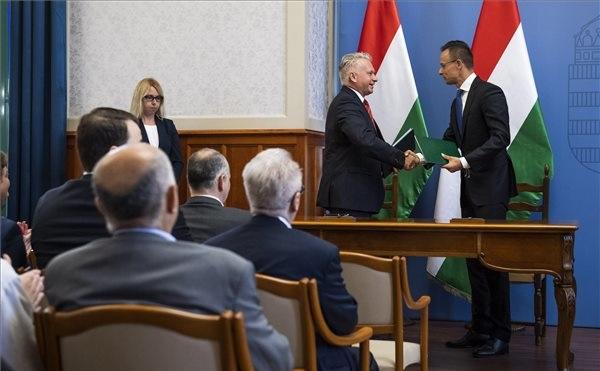 Együttműködési megállapodást kötött a KKM és az ELTE