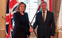 Együttműködési szándéknyilatkozatot írt alá Londonban a honvédelmi miniszter