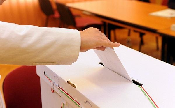 Október 13-ra tűzte ki a választásokat az államfő