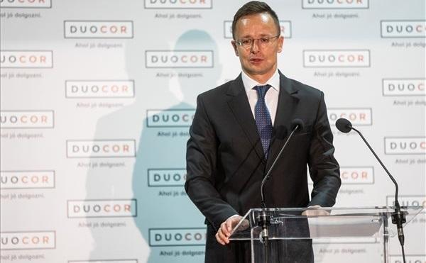 Átadták a Duocor Ipari Bt. új gyártócsarnokát Makón