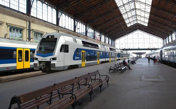 MÁV: az emeletes motorvonatok közlekedtetésével javul a szolgáltatás