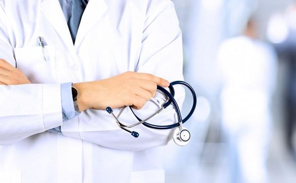 Az egészségügyi ellátás kifizetése a bevándorló-vízum feltételének