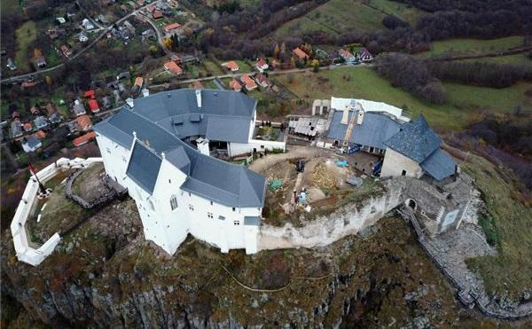 Várhatóan 2025-re fejeződik be a füzéri vár felújítása
