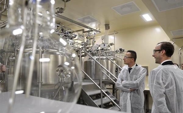 Átadták a GSK gyógyszergyár 18 milliárd forintos fejlesztését