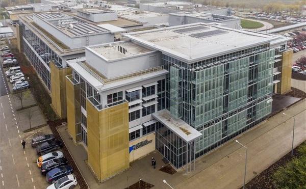 Elektronikai szolgáltató központot adtak át Debrecenben