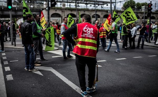 Megkezdődött a nyugdíjreform elleni határozatlan idejű sztrájk Franciaországban