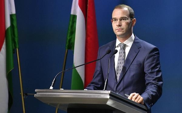 A magyar családok védelmét és Magyarország biztonságát szolgáló javaslatokat fogadott el a parlament