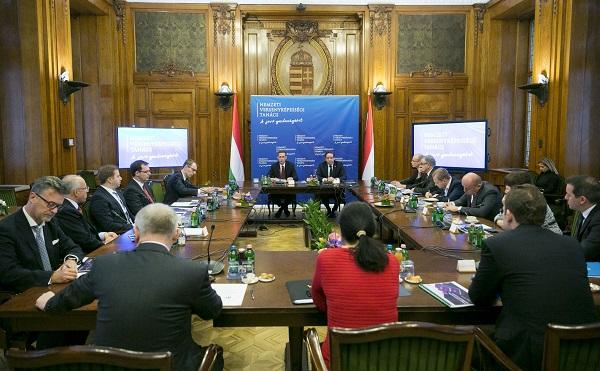 Banki digitalizációról és a beruházások támogatásáról tárgyalt a Nemzeti Versenyképességi Tanács