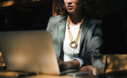 Miért mennénk be személyi kölcsönért a bankfiókba, ha online is lehet?