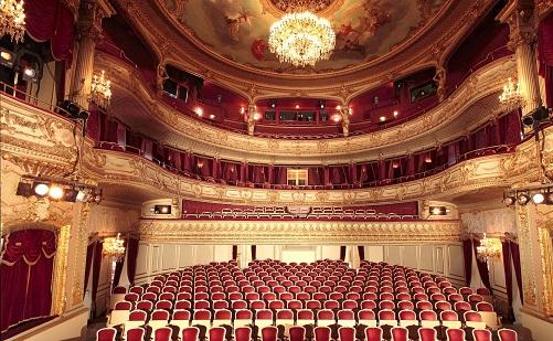 Rendhagyó színházi világnap Egerben