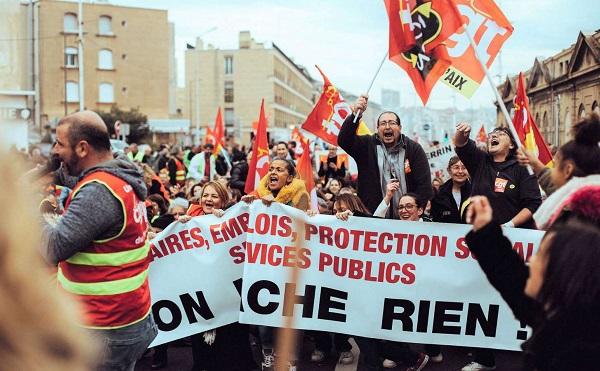 Újabb szakszervezeti és ellenzéki tiltakozások a tervezett nyugdíjreform ellen Franciaországban