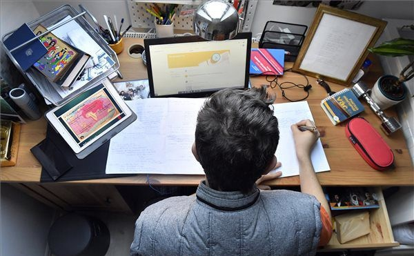 A jó gyakorlatok megosztásával áll át a szakképzés a digitális munkarendre