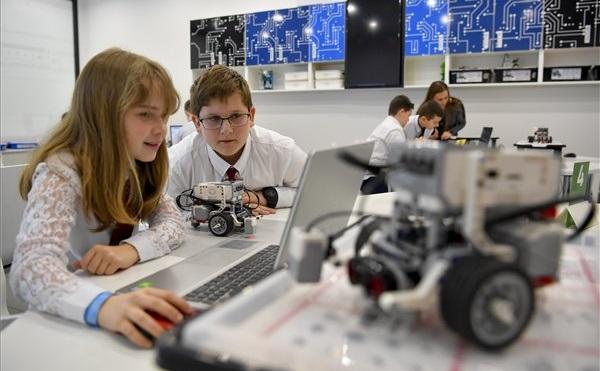 Átadták a debreceni digitális élményközpontot