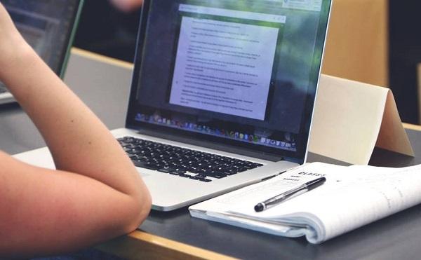 Pár nap kell az iskolákban a digitális munkarendre való átálláshoz