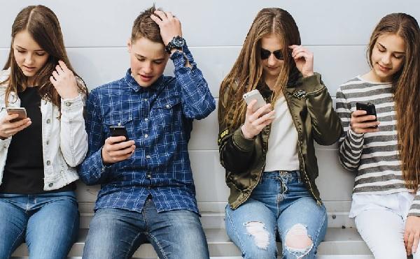 Digitális gyermekvédelemmel kapcsolatos honlap segíti a szülőket