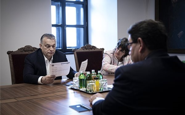 Az orvostudomány képviselőivel egyeztetett Orbán Viktor