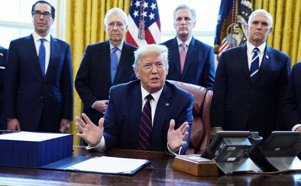Az amerikaiak többsége kedvezően ítéli meg Trump válságkezelő politikáját