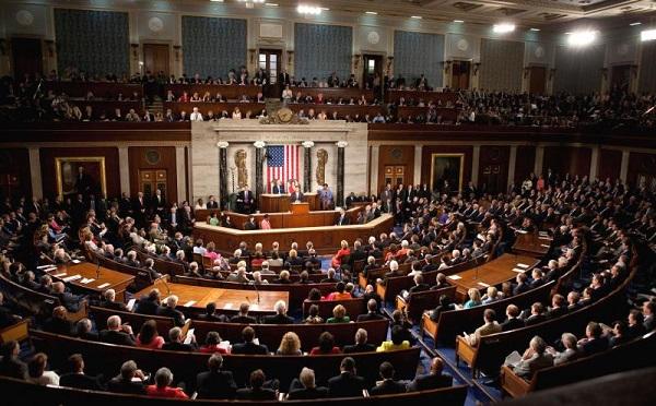 Az amerikai szenátus 484 milliárd dolláros csomagtervet fogadott el