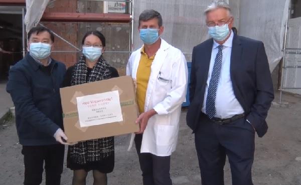 Ötezer darab orvosi maszkot kapott a Pest Megyei Flór Ferenc Kórház
