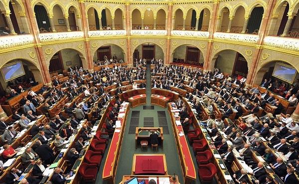 Két héten belül dönthet az Országgyűlés a veszélyhelyzet megszüntetéséről