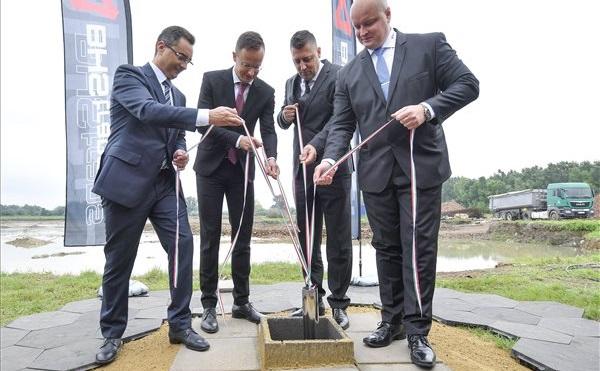 Elhelyezték a BHS Trans Kft. új logisztikai központjának alapkövét