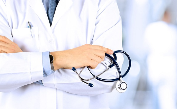 Július 1-jével kapják meg 500 ezer forintos juttatásukat az egészségügyi dolgozók