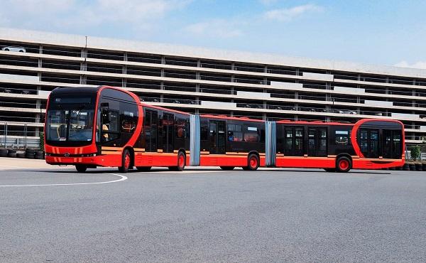 Elektromos autóbuszokat adtak át Pécsen