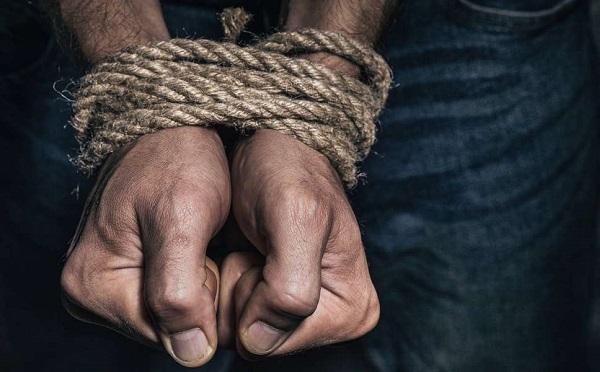Vádat emeltek négy férfi ellen, akik elrabolták két kollégájukat