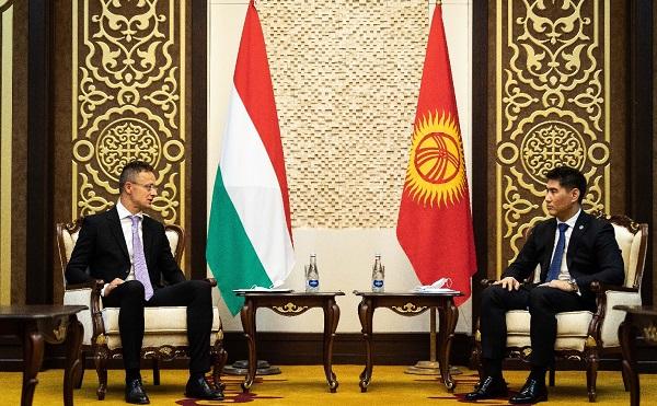 Magyarország lélegeztetőgépekkel segít Kirgizisztánnak