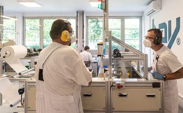 Új maszkgyártó gép kezdte meg működését Budapesten