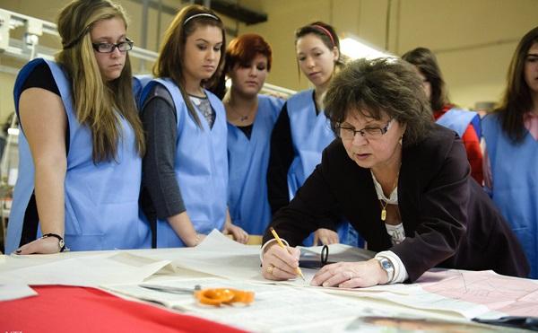 Először kapják kézhez megemelt fizetésüket a szakképzésben oktatók