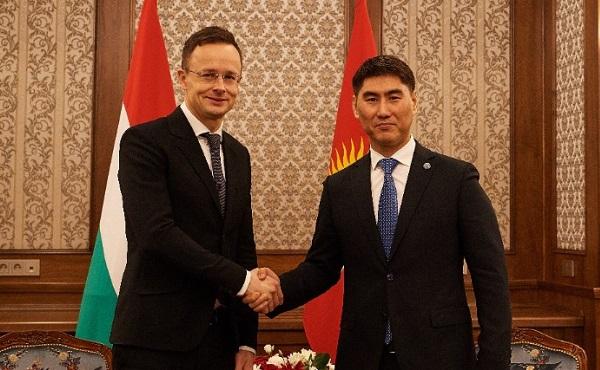 Szijjártó Péter kirgiz kollégájával egyeztetett