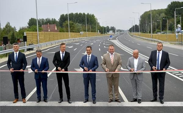 Folytatni kell a közúthálózat fejlesztését