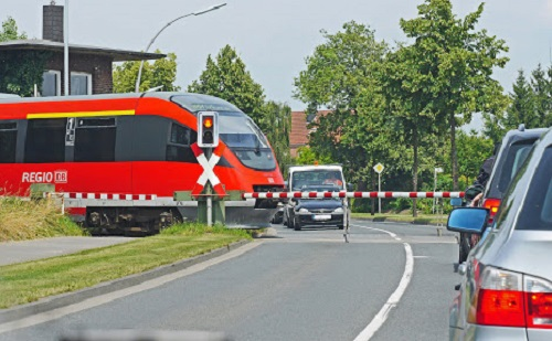 Közös ellenőrzést indított a vasúti átjárók biztonságáért a rendőrség és a MÁV