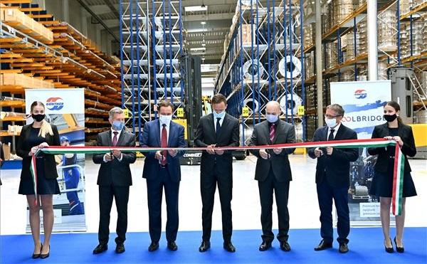Felavatták a Güntner-Tata Hűtőtechnikai Kft. új logisztikai központját Tatán