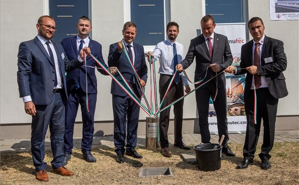 Letették a Mamutec Hungary Kft. új csarnokának alapkövét