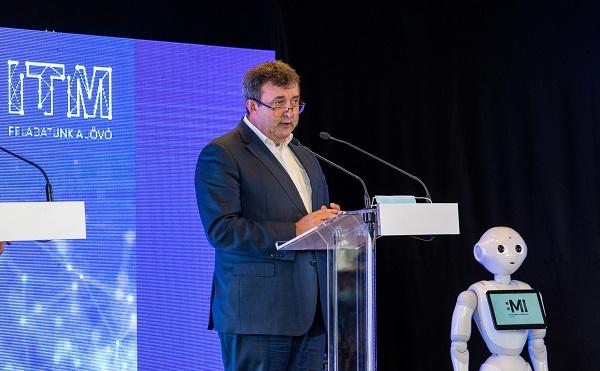 Palkovics: Magyarország a mesterséges intelligencia nyertese akar lenni - fotók: dehir.hu
