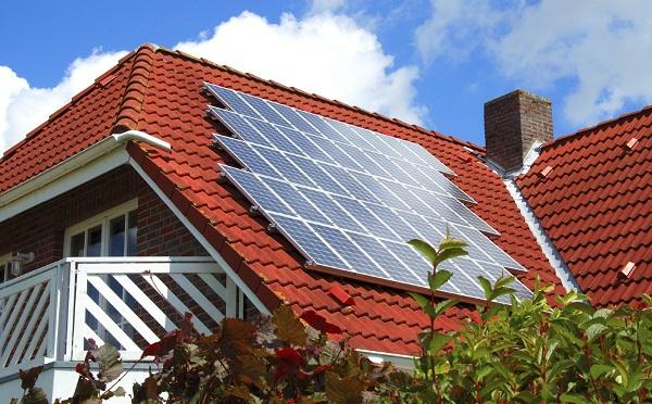 Jövőre indulhat a háztartási napelemes rendszerek új támogatási programja