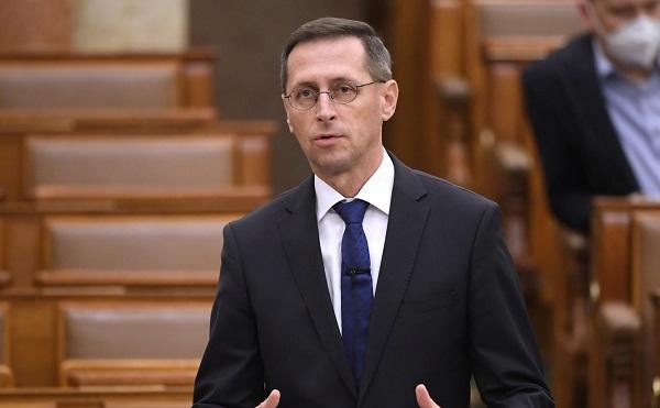 Varga: a növekedést segítő javaslaton dolgozik a Pénzügyminisztérium