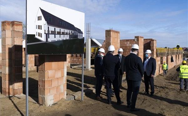 Ötmilliárdból folytatódik a munkásszálló-építési program