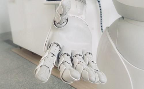 Robotok segítik a gyógyítást egy új pécsi centrumban