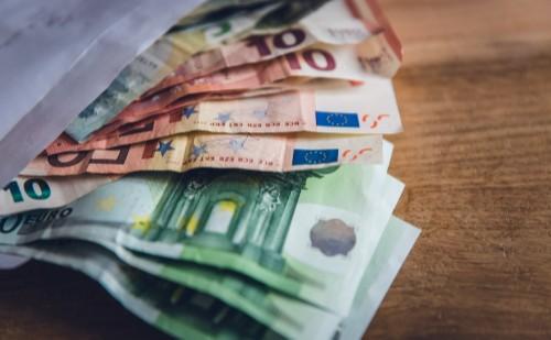 Pénzügyőrök ellen emeltek vádat