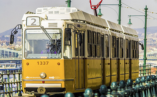 Ingyenesen utazhatnak a 14 éven aluli diákok a BKK járatain