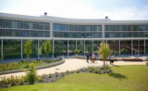 Elkészült a Pécsi Tudományegyetemen az új kutatási épület